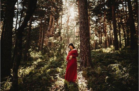sesion de fotos de embarazada en el bosque
